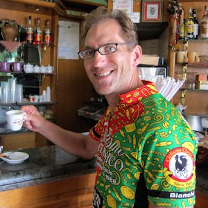 Male cyclist wearing Ciclismo pasta jersey