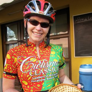 Female cyclist wearing Ciclismo pasta jersey